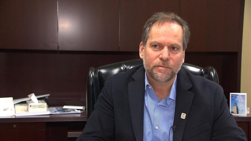 Le maire de Sept-Îles, Réjean Porlier