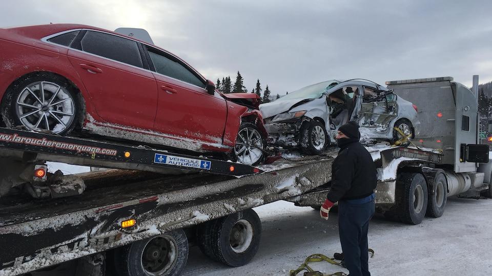 Remorquage de véhicules sur la route 175