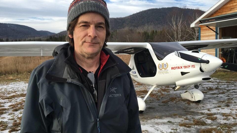 Au tournant des années 2000, René Caissy a développé une passion pour l'aviation.
