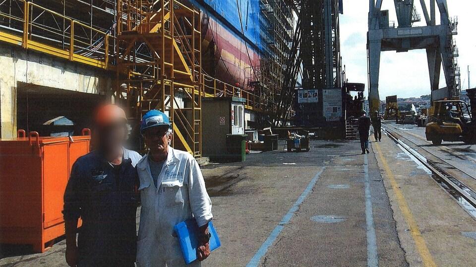 René Lebrun devant le F.-A.-Gauthier en construction.