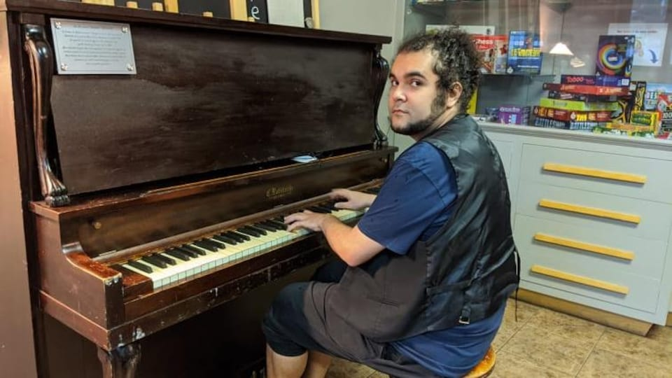 Samuel Dufour-Hovington au piano.