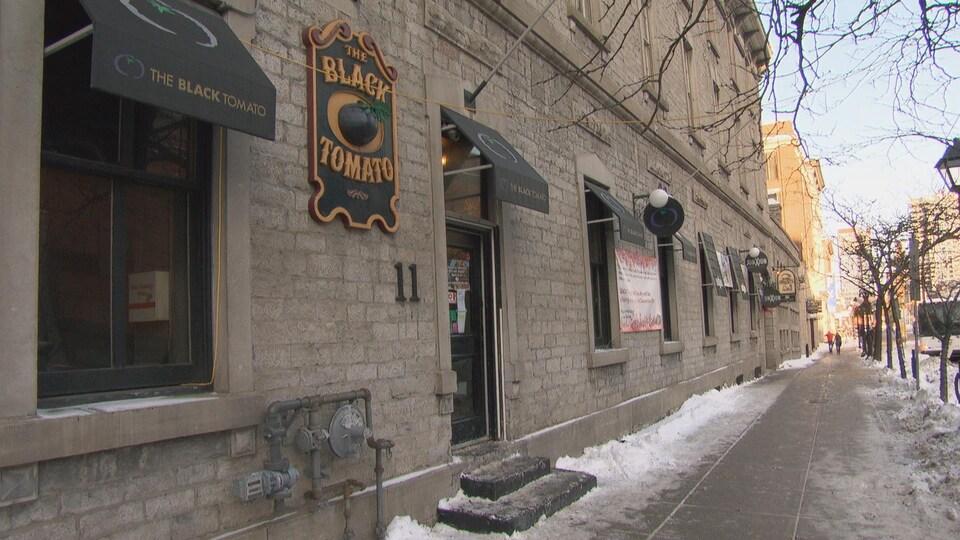 La façade du restaurant The Black Tomato rue saint-George dans le marché By à Ottawa.