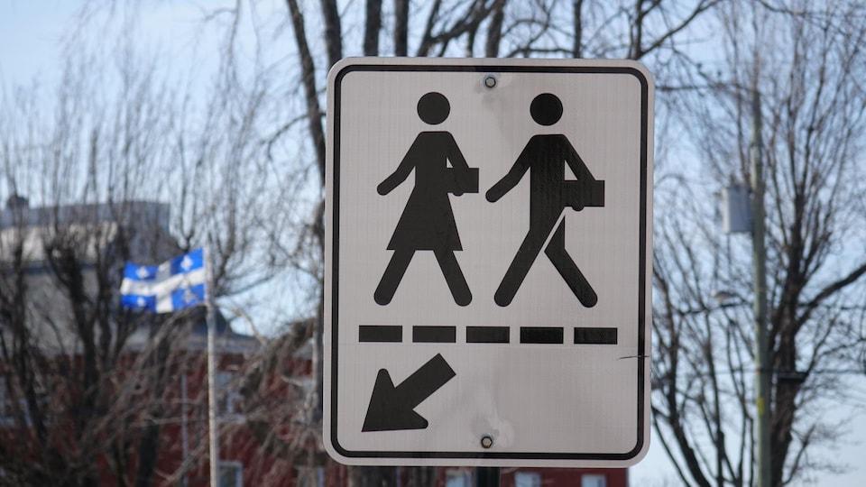 Un panneau indiquant une traverse d'écoliers