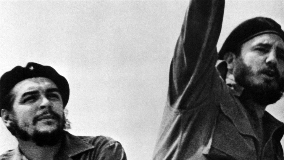 Fidel Castro (à droite), en compagnie d'Ernesto Che Guevara, en janvier 1959, après que Castro eut renversé le régime Batista