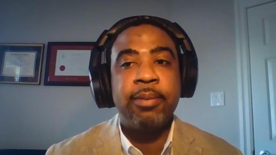 Capture d'écran d'une entrevue par vidéoconférence de Richard Whyte.