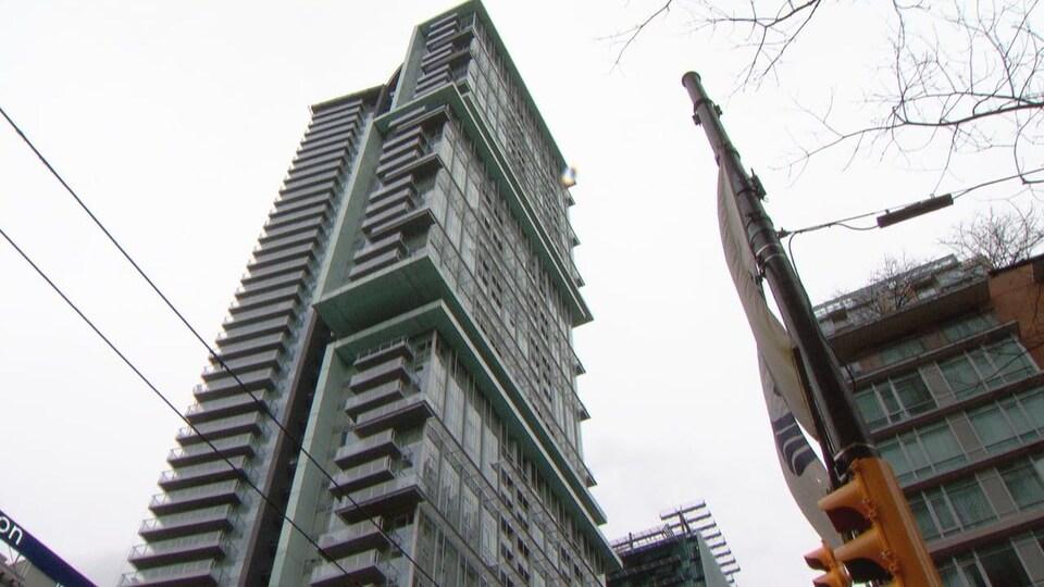 Un gratte-ciel à Vancouver.