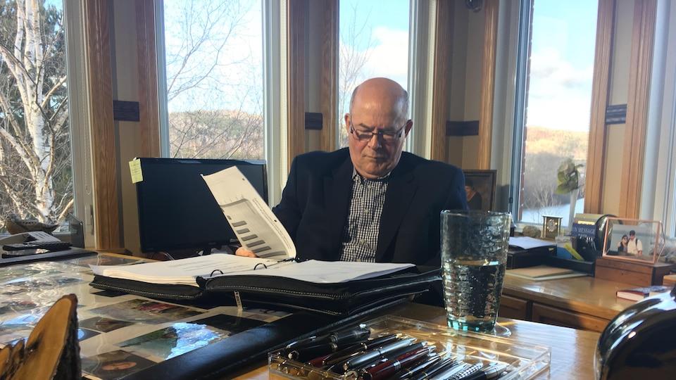 Rino Volpé, ancien PDG du réseau Vitalité, dans son bureau à son domicile.