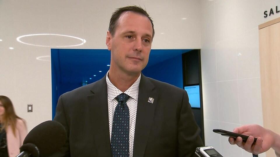 François Roberge lors d'une mêlée de presse le 22 août 2019.