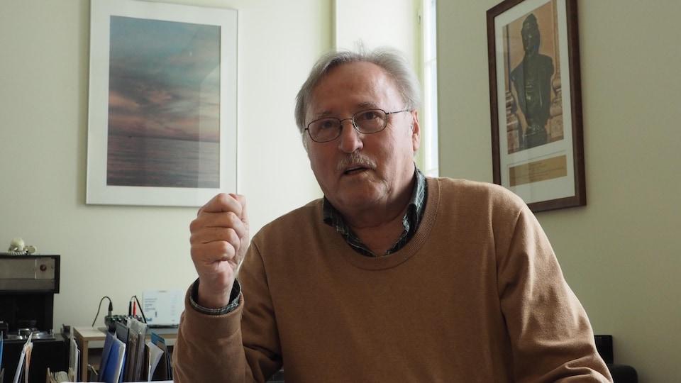 Robert Comeau, président de la Société historique de Montréal, dans son bureau.