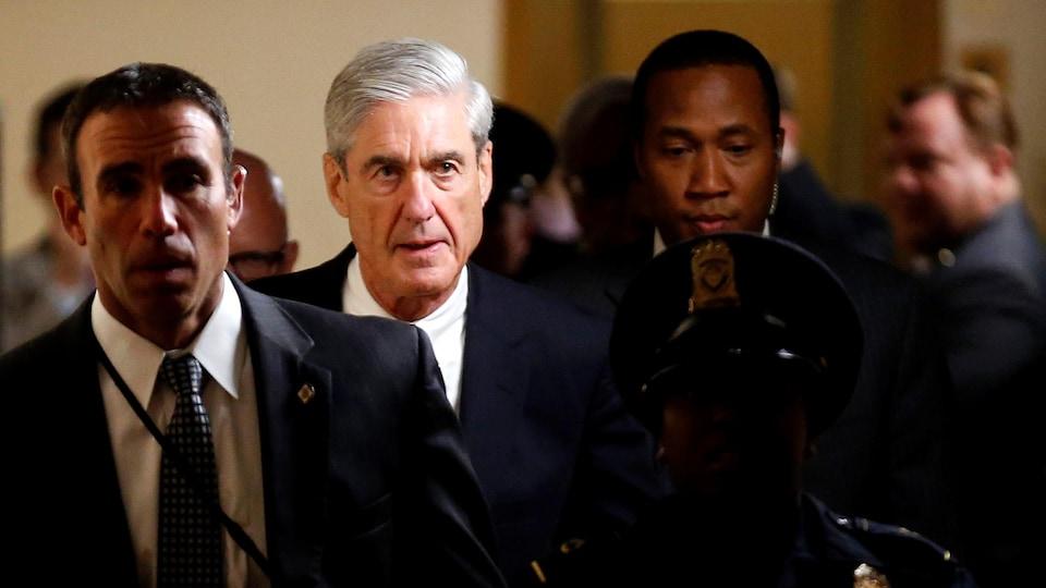 L'ex-directeur du FBI Robert Mueller agit à titre de procureur spécial dans l'enquête sur «les efforts du gouvernement russe en vue d'influencer l'élection présidentielle de 2016» depuis sa nomination par le ministère de la Justice.