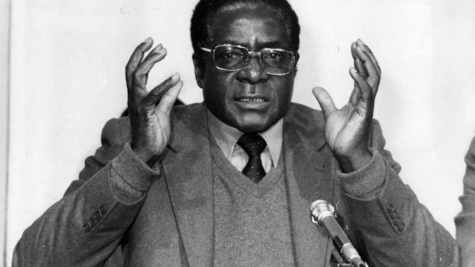 Robert Mugabe en conférence de presse