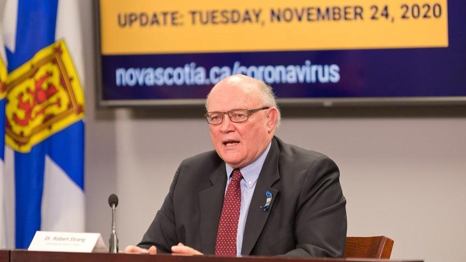 Robert Strang lors du point de presse du 24 novembre 2020.