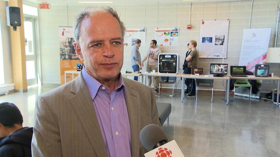 Le directeur du campus de Sept-Îles de l'Université du Québec à Chicoutimi, Roberto Gauthier