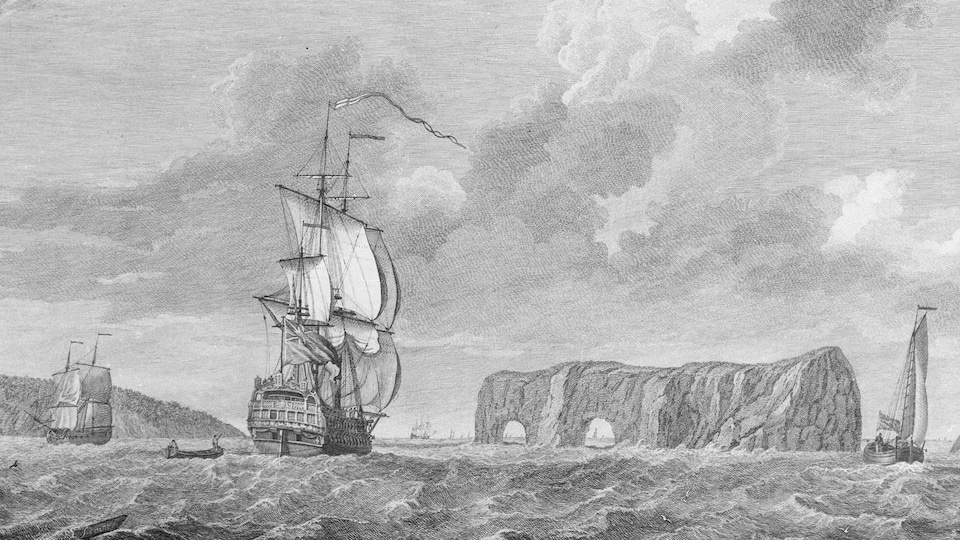 Une gravure illustre un rocher à deux trous avec un voilier en avant-plan.