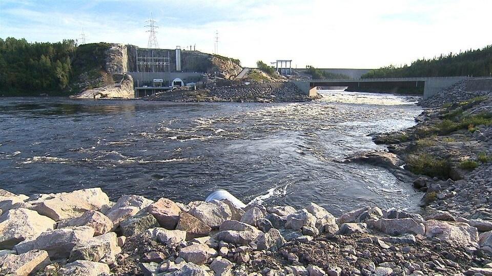 Le barrage et la centrale Romaine-1