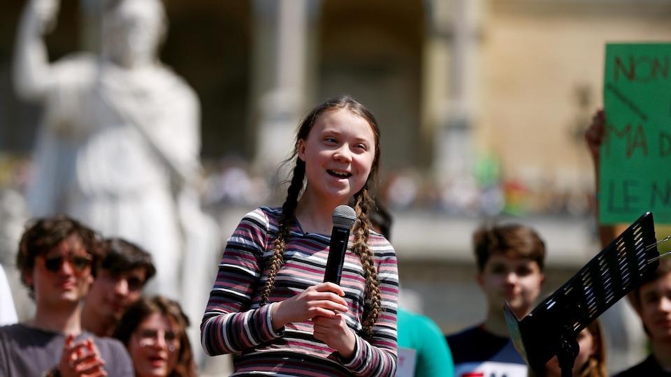 La jeune Greta Thunberg lors d'une allocution à Rome