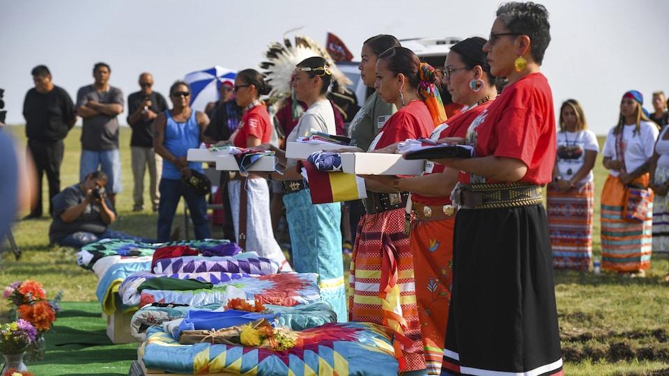 La cérémonie funéraire au cimetière de la Première Nation sioux de Rosebud.