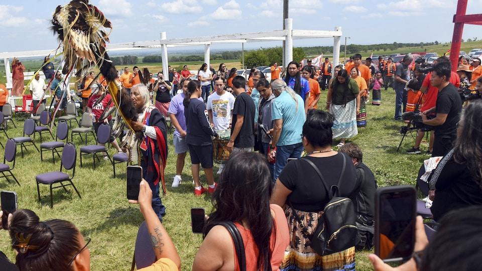 Une procession en l'honneur des neuf enfants de Rosebud dont les restes sont rapatriés sur leurs terres.