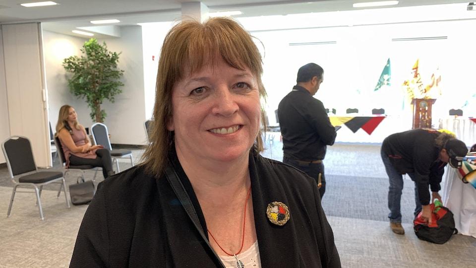 Roxanne Sappier, co-présidente du conseil consultatif et directrice de la santé de la première nation de Negotkuk, lors du lancement du rapport.