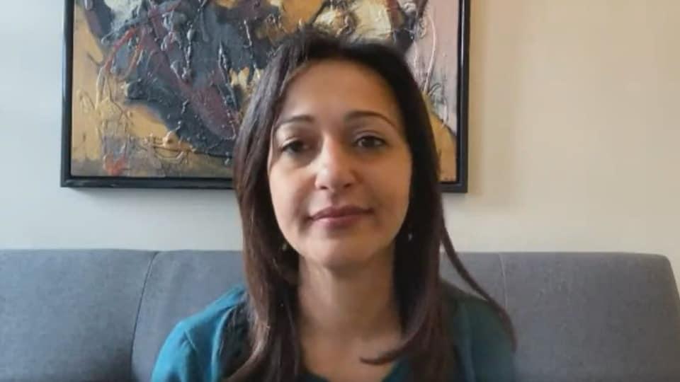 Ruba Ghazal accorde une entrevue en visioconférence à Radio-Canada.