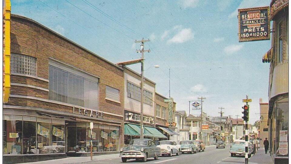 La rue Saint-Dominique dans la fin des années 1950.