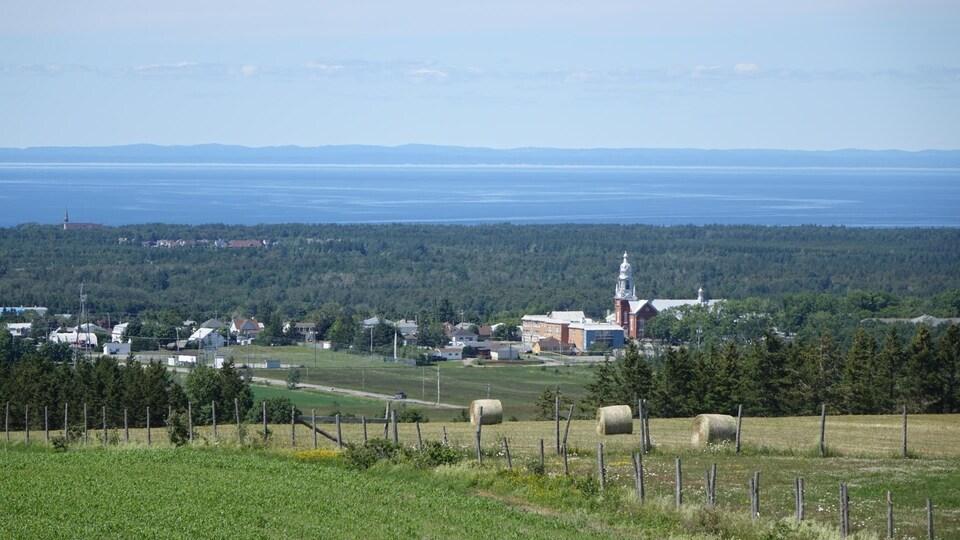 La municipalité de Saint-Anaclet-de-Lessard, vue d'une terre agricole du secteur.