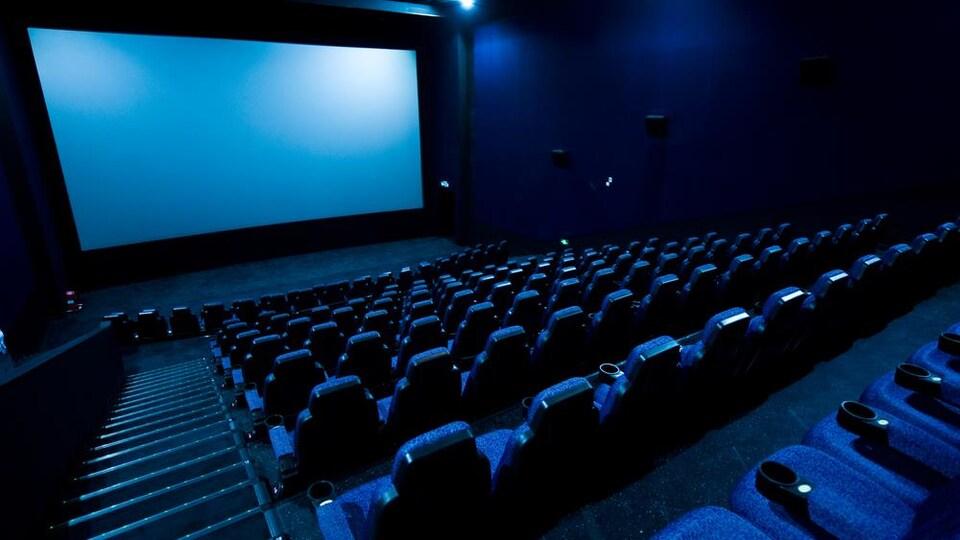 Une salle de cinéma vide.