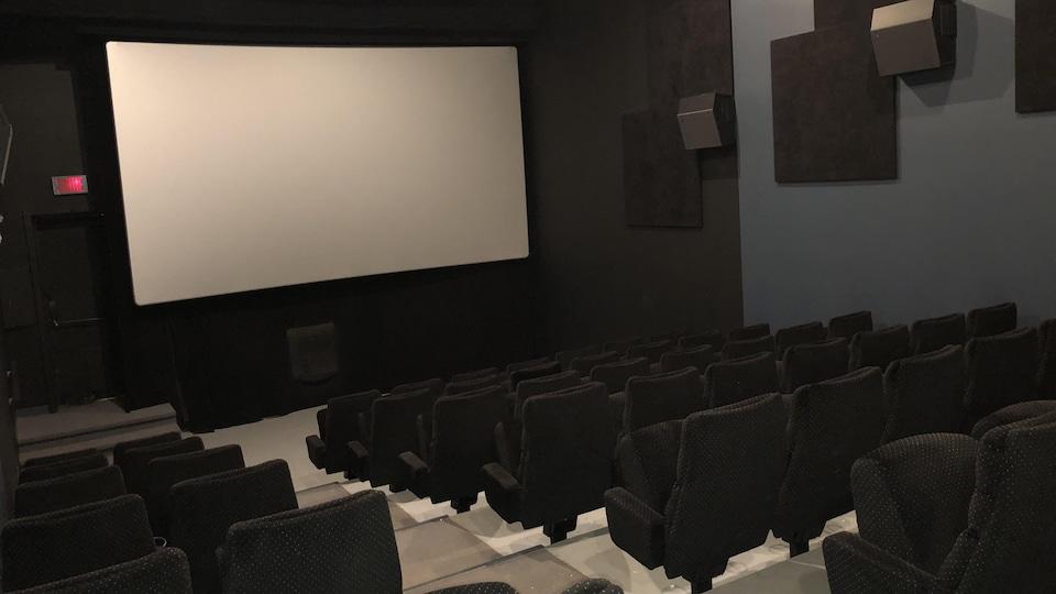 L'intérieur d'une salle du cinéma Gaieté, complètement vide.