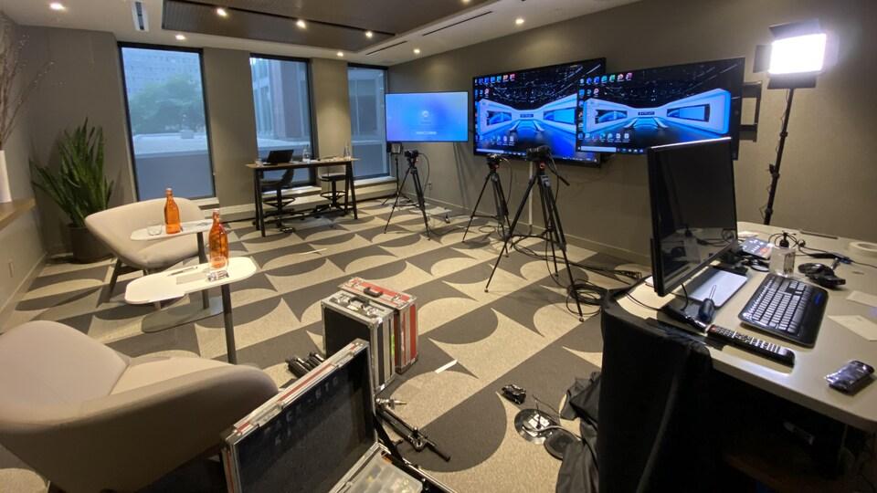 Une salle a été convertie pour offrir un meilleur service de téléconférence.