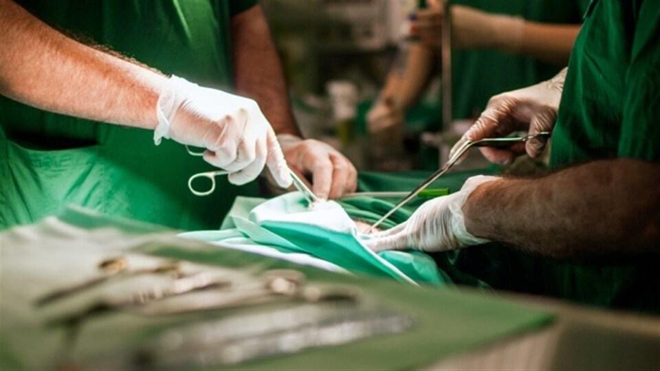 Une salle d'opération.