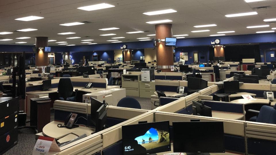 Espace de travail des employés de la Société Radio-Canada à Edmonton, en Alberta