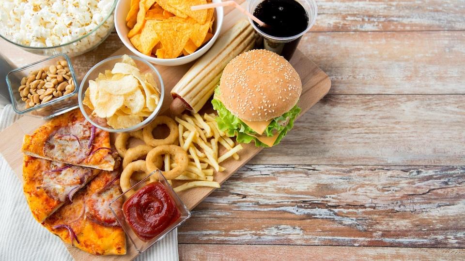 Santé Canada souligne que les gras trans font augmenter le taux sanguin de «mauvais» cholestérol, tout en abaissant le taux de «bon» cholestérol – ce qui accroît les risques de maladie du cœur.