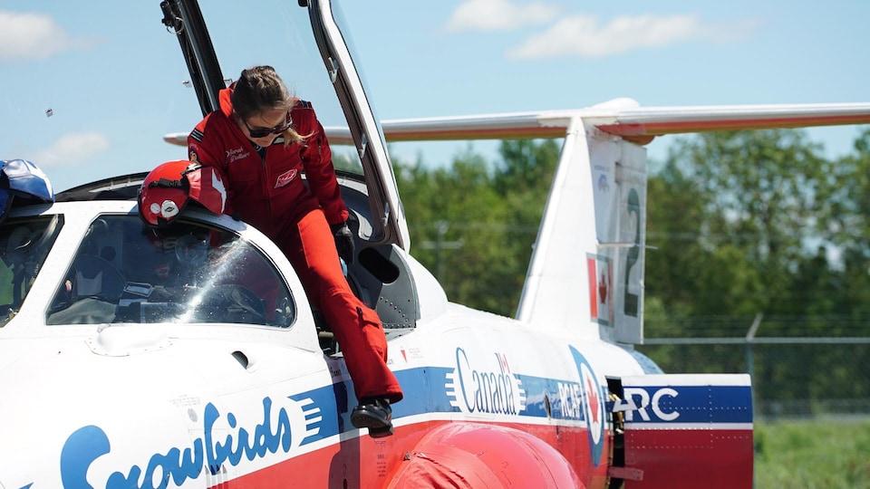 La Lévisienne Sarah Dallaire est la 2e femme pilote au sein des Snowbirds.