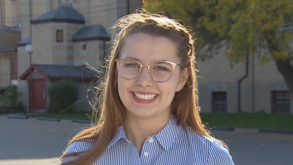 Sarah Hoag souriante.