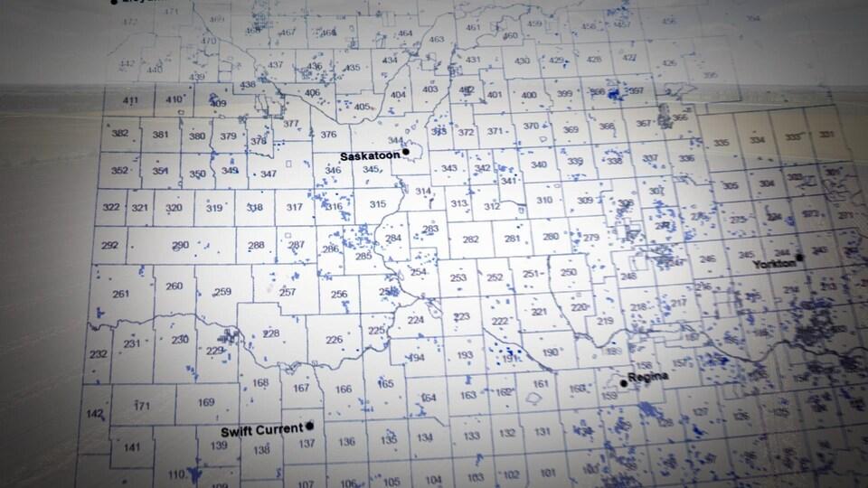Les terres achetées par des financiers sont représentées par des points bleus.