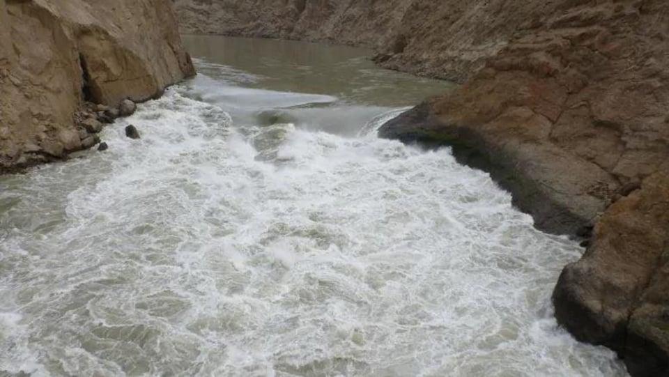 Un cours d'eau agité.