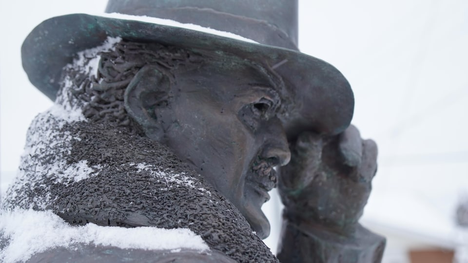 Une statue de M. Schumacher.