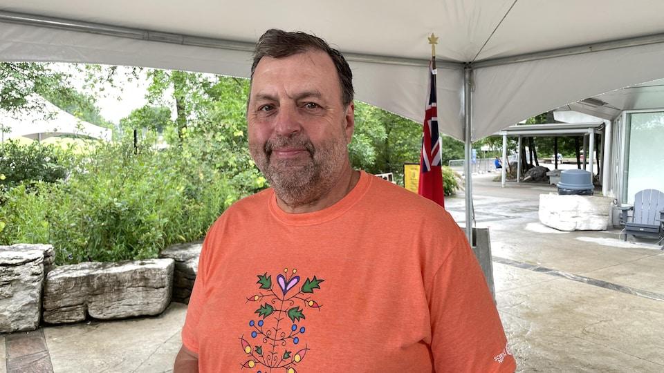 Le directeur général de Science Nord, Guy Labine pose pour une photo.