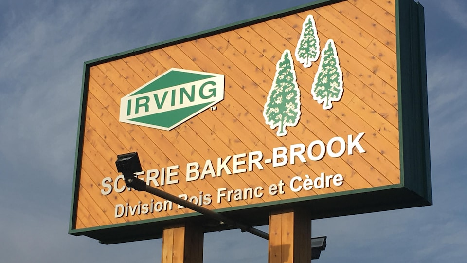 Une enseigne qui annonce la scierie de Baker Brook.