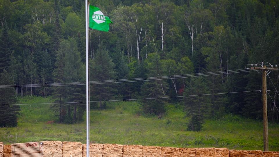 La scierie de J.D. Irving à Saint-Léonard est l'une des plus importantes usines de bois d'oeuvre du Nouveau-Brunswick.