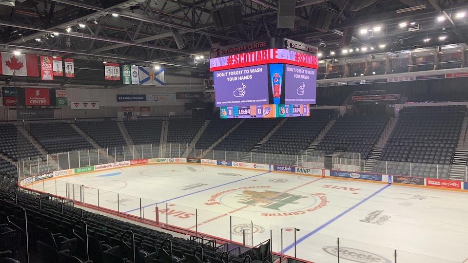 La patinoire du Scotiabank Centre un jour où il n'y a pas de match.
