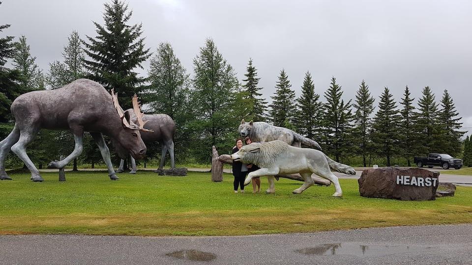 La sculpture des orignaux et des loups de Hearst.