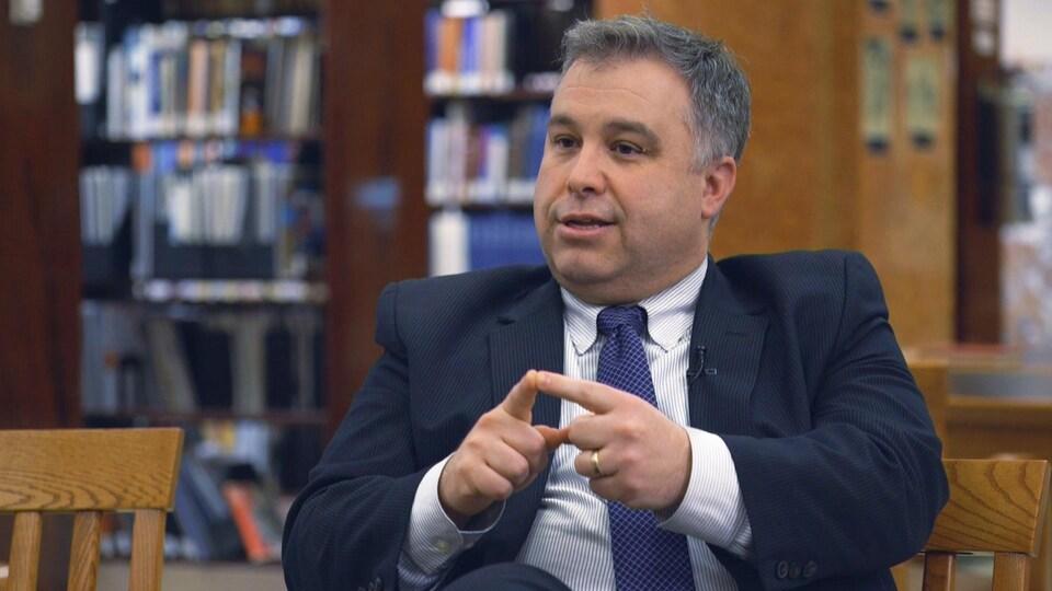 Le ministre Sébastien Proulx lance son livre « Un Québec libre est un Québec qui sait lire et écrire ».