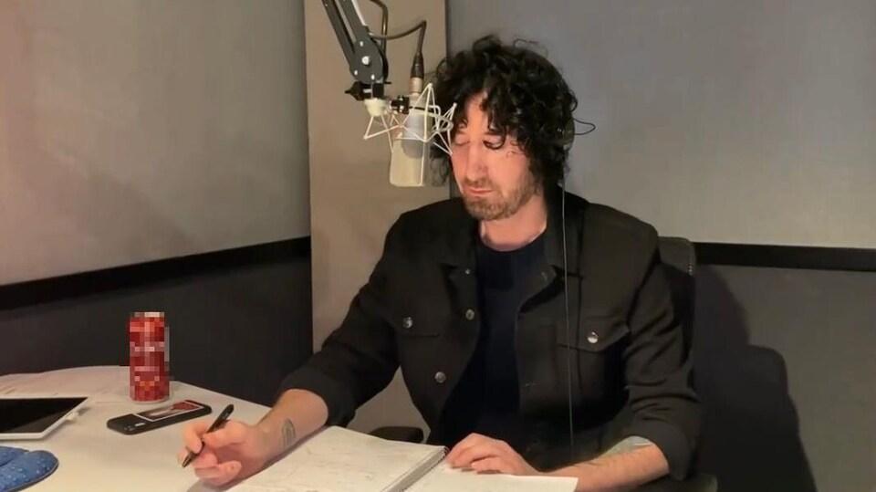 L'animateur Sébastien Trudel de la radio Énergie.