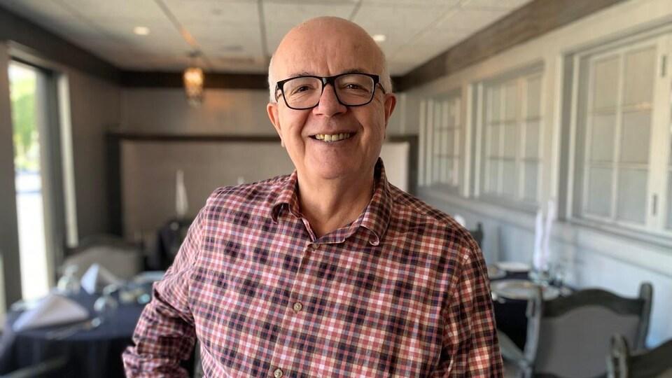 Le propriétaire du restaurant Memories Dining and Bar à Regina, Thomas Siarkos.