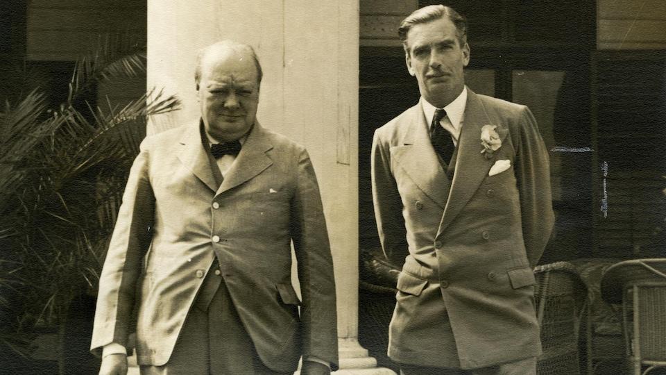 Winston Churchill et le Secrétaire aux affaires étrangères du Royaume-Uni prennent la pause à Spencer Wood, lors de la Conférence de Québec.