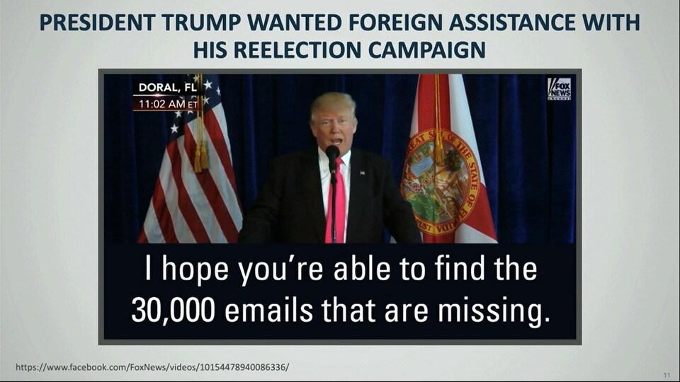 La vidéo montrant un extrait d'une conférence de presse du président Trump porte des sous-titres disant: «Russie, si vous écoutez, j'espère que vous serez capables de retrouver les 30 000courriels qui manquent.»