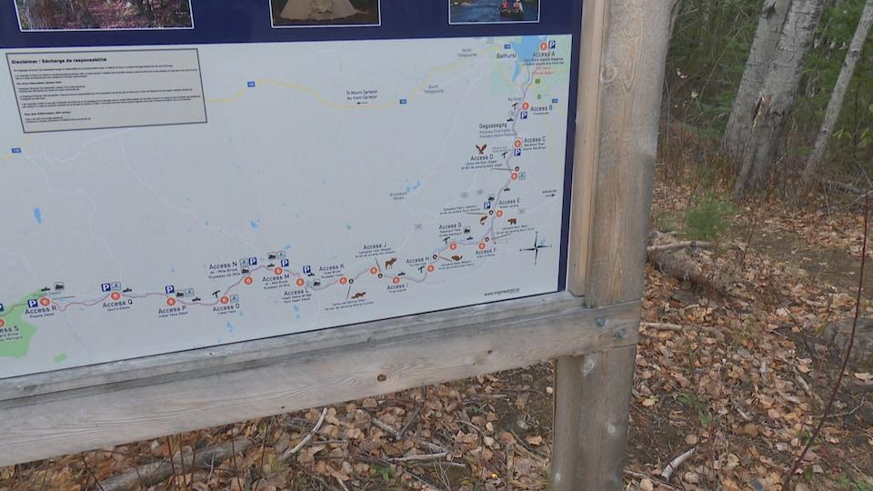 Une carte du sentier et de ses nombreux attraits touristiques et culturels.