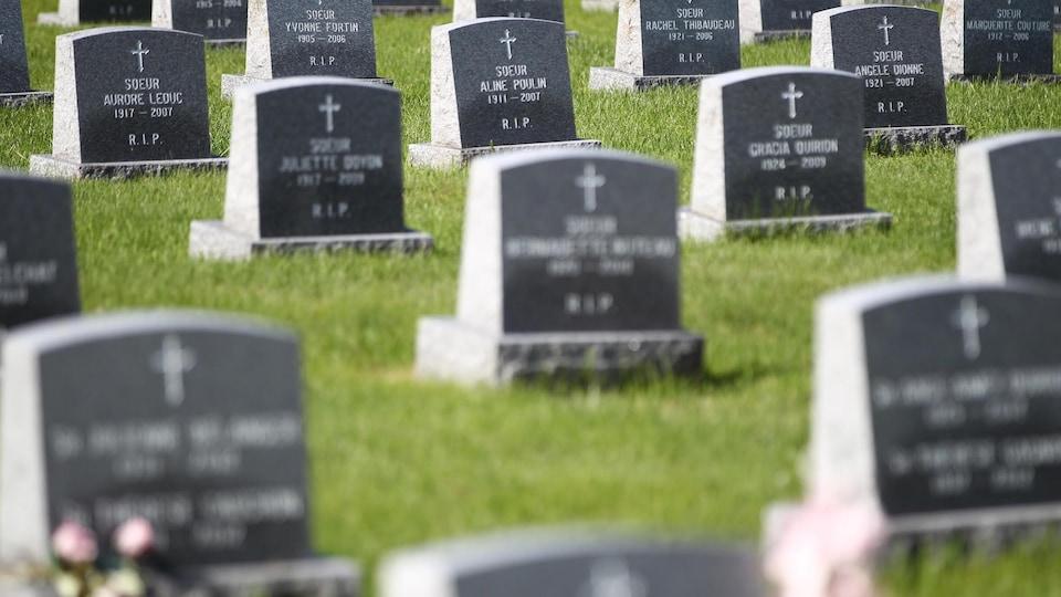 Des sépultures du cimetière des Soeurs servantes du Sacré-Coeur de Marie