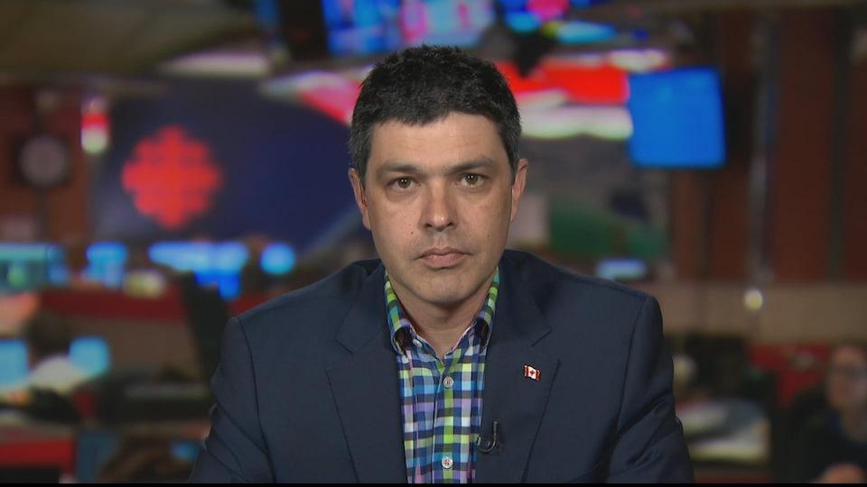 Le politicien fédéral en entrevue dans les studios de Radio-Canada.